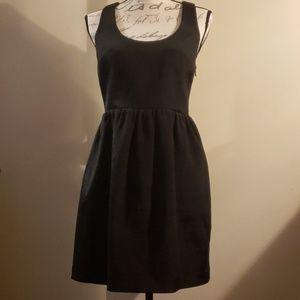 CLUB MONACO Black raniko fit & flat T-bow dress.